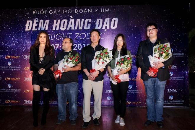 Trương Ngọc Ánh khoe vẻ nóng bỏng bên mỹ nam phim hành động châu Á - Ảnh 12.