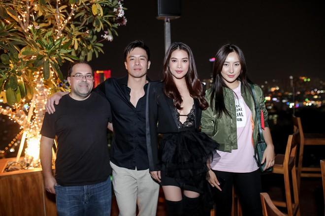Trương Ngọc Ánh khoe vẻ nóng bỏng bên mỹ nam phim hành động châu Á - Ảnh 1.
