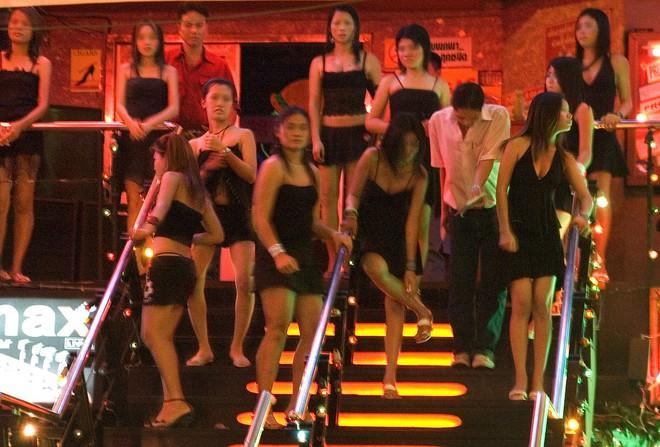 Những mảnh đời Việt mưu sinh ở Singapore: Những cô gái và khách Việt ở khu phố đèn đỏ Geylang (kỳ 2) - Ảnh 2.