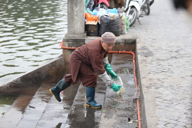 Sư thầy 10 năm giúp người dân thả cá phóng sinh ở Hồ Tây - Ảnh 10.