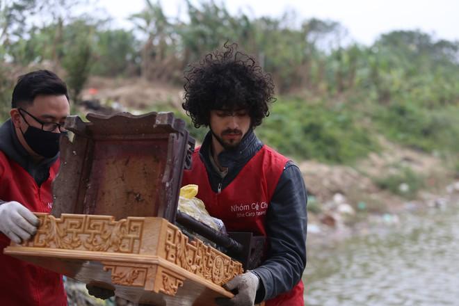 Sư thầy 10 năm giúp người dân thả cá phóng sinh ở Hồ Tây - Ảnh 5.
