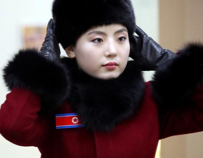 Cận cảnh nhan sắc 229 mỹ nữ thuộc đội quân sắc đẹp Triều Tiên vừa đổ bộ Hàn Quốc - Ảnh 1.