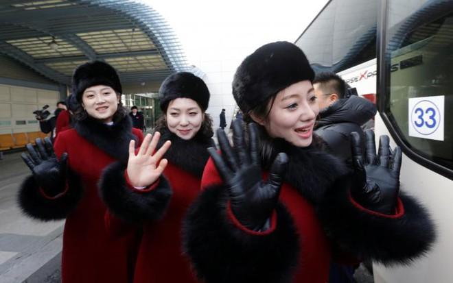 Cận cảnh nhan sắc 229 mỹ nữ thuộc đội quân sắc đẹp Triều Tiên vừa đổ bộ Hàn Quốc - Ảnh 2.