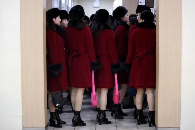 Cận cảnh nhan sắc 229 mỹ nữ thuộc đội quân sắc đẹp Triều Tiên vừa đổ bộ Hàn Quốc - Ảnh 3.