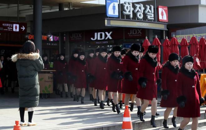 Cận cảnh nhan sắc 229 mỹ nữ thuộc đội quân sắc đẹp Triều Tiên vừa đổ bộ Hàn Quốc - Ảnh 4.