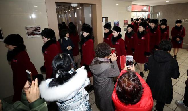 Cận cảnh nhan sắc 229 mỹ nữ thuộc đội quân sắc đẹp Triều Tiên vừa đổ bộ Hàn Quốc - Ảnh 9.