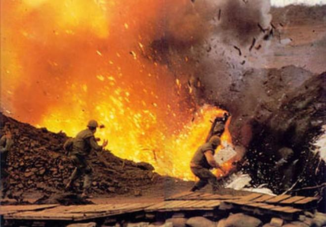 Trận Làng Vây: Vì sao lính Mỹ dám gọi pháo binh, máy bay tự giội lửa xuống đầu mình? - Ảnh 2.