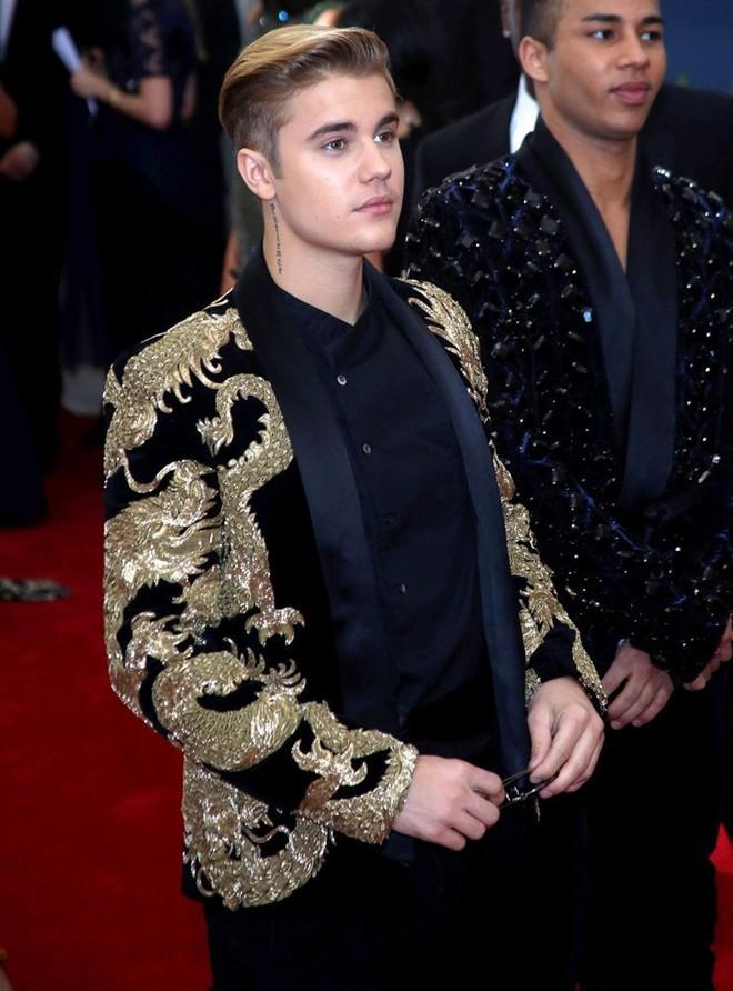 Hành trình lao dốc nhan sắc của Justin Bieber: Hoàng tử Baby năm xưa giờ đây mặt mũi xám xịt, mụn nổi chi chít - Ảnh 7.