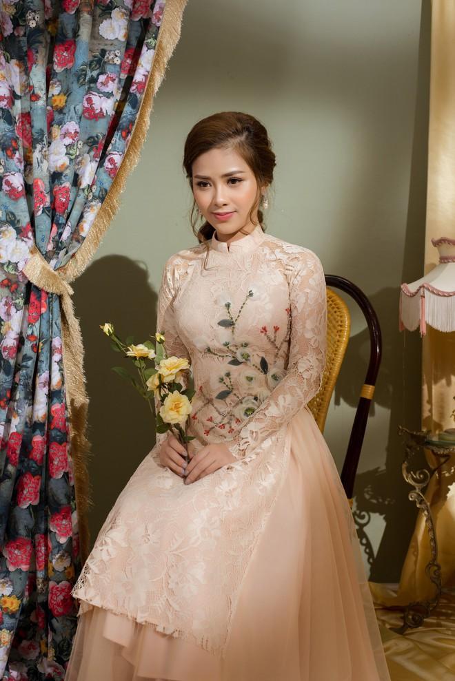 Vẻ đẹp nữ tính của Dương Hoàng Yến khi diện áo dài cách tân - Ảnh 7.