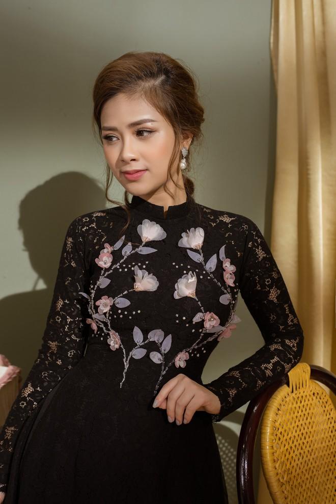 Vẻ đẹp nữ tính của Dương Hoàng Yến khi diện áo dài cách tân - Ảnh 1.