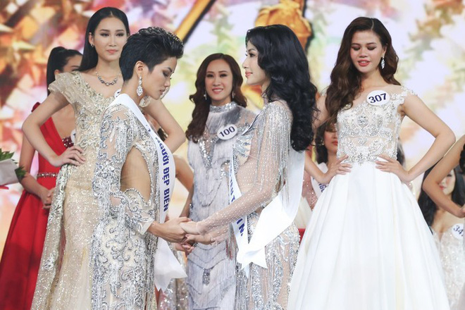 Trượt ngôi vị Hoa hậu Hoàn vũ, Hoàng Thùy lên tiếng và nhắn nhủ tới cả HHen Niê - Ảnh 1.