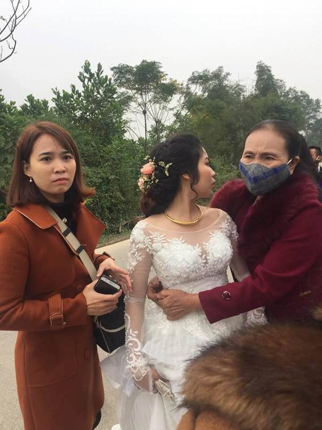 Đúng ngày cưới, cô dâu bị... mảnh ruộng bên đường thử thách  - Ảnh 4.
