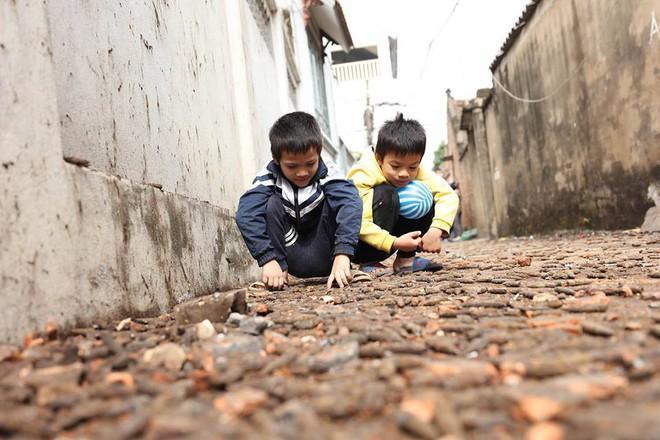 """Hiếu kỳ với bom đạn, """"thói quen"""" dị thường của nhiều người Việt - Ảnh 3."""