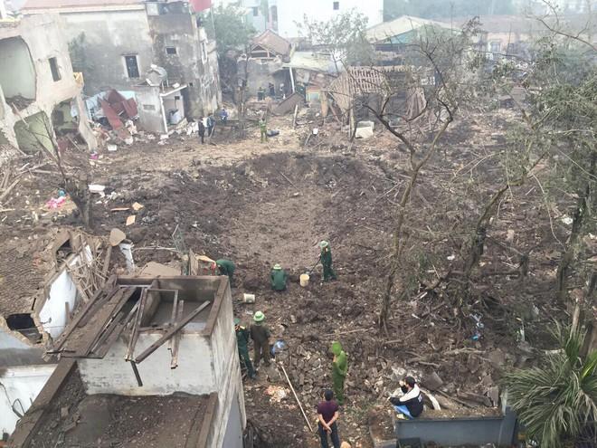 Hiện trường vụ nổ làm 2 người chết, 7 người bị thương, nhiều nhà dân bị tốc mái - Ảnh 9.