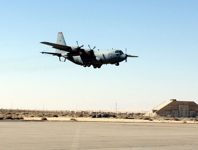 Mỹ đưa máy bay có khả năng chọc mù đối phương đến sát Triều Tiên - Ảnh 3.