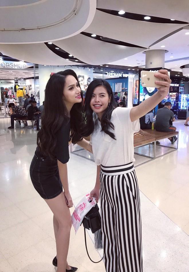 Hoa hậu Hương Giang đi mua sắm bằng phương tiện công cộng, nhiều người Thái xin chụp hình - Ảnh 4.