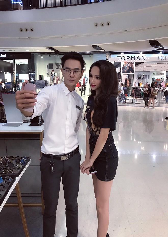 Hoa hậu Hương Giang đi mua sắm bằng phương tiện công cộng, nhiều người Thái xin chụp hình - Ảnh 3.