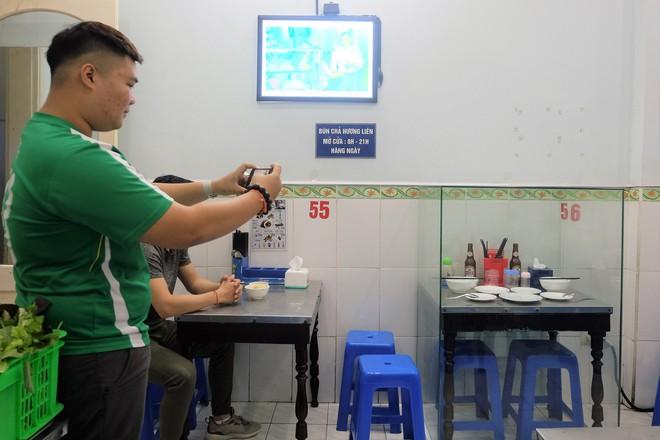 """Chủ quán bún chả Liên Hương: """"Việt kiều hỏi mua bộ bàn ghế cựu TT Obama từng ngồi"""" - Ảnh 4."""