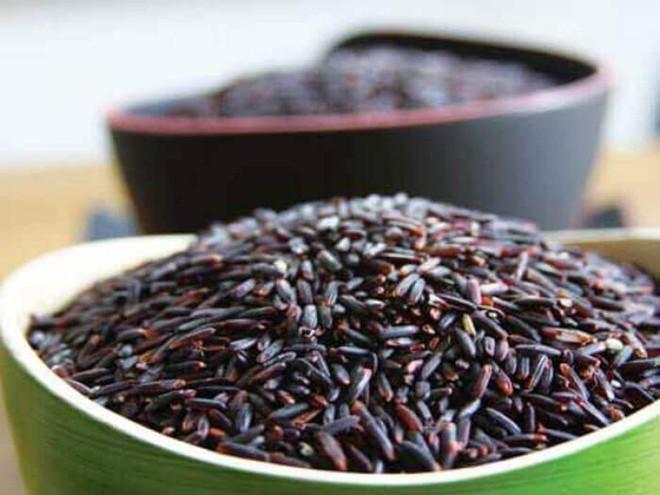 Chuyên gia dinh dưỡng: Ăn thêm 8 loại thực phẩm màu đen hàng ngày còn tốt hơn nhân sâm - Ảnh 1.