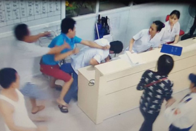 Bác sĩ có quyền từ chối bệnh nhân trong tình huống bị đe doạ tính mạng - ảnh 3