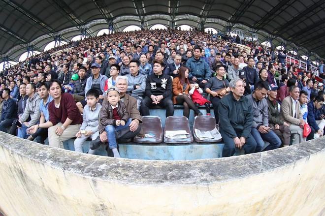 Sống lại chảo lửa Thiên Trường ngày khai mạc V.League 2018 - Ảnh 1.