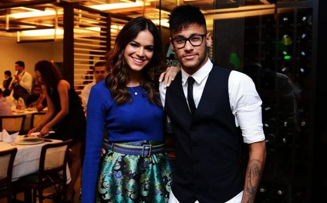 Vẫn chống nạng vì chấn thương, Neymar đột ngột tuyên bố điều bất ngờ