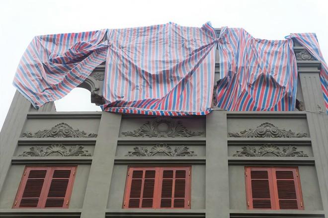 Nhìn gần biệt thự của gia đình ông Nguyễn Thanh Hóa đang bị tháo dỡ tầng trái phép - Ảnh 2.