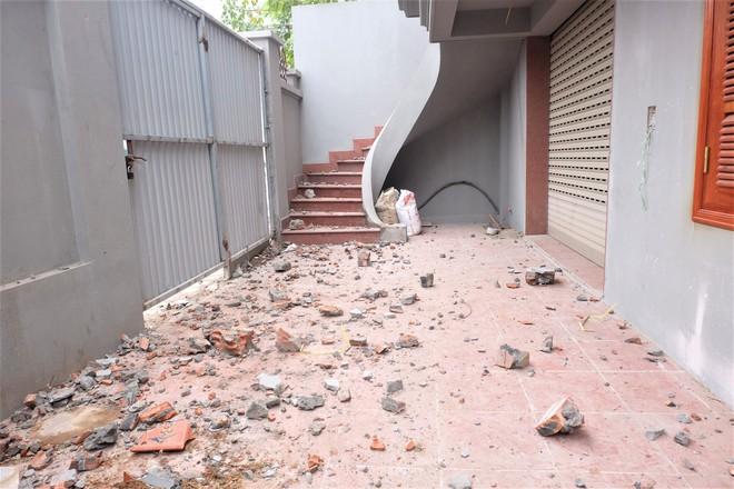 Nhìn gần biệt thự của gia đình ông Nguyễn Thanh Hóa đang bị tháo dỡ tầng trái phép - Ảnh 4.
