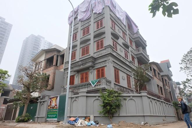 Soi giá hai biệt thự trên đất vàng hơn 130 triệu/m2 của gia đình ông Nguyễn Thanh Hóa - Ảnh 1.