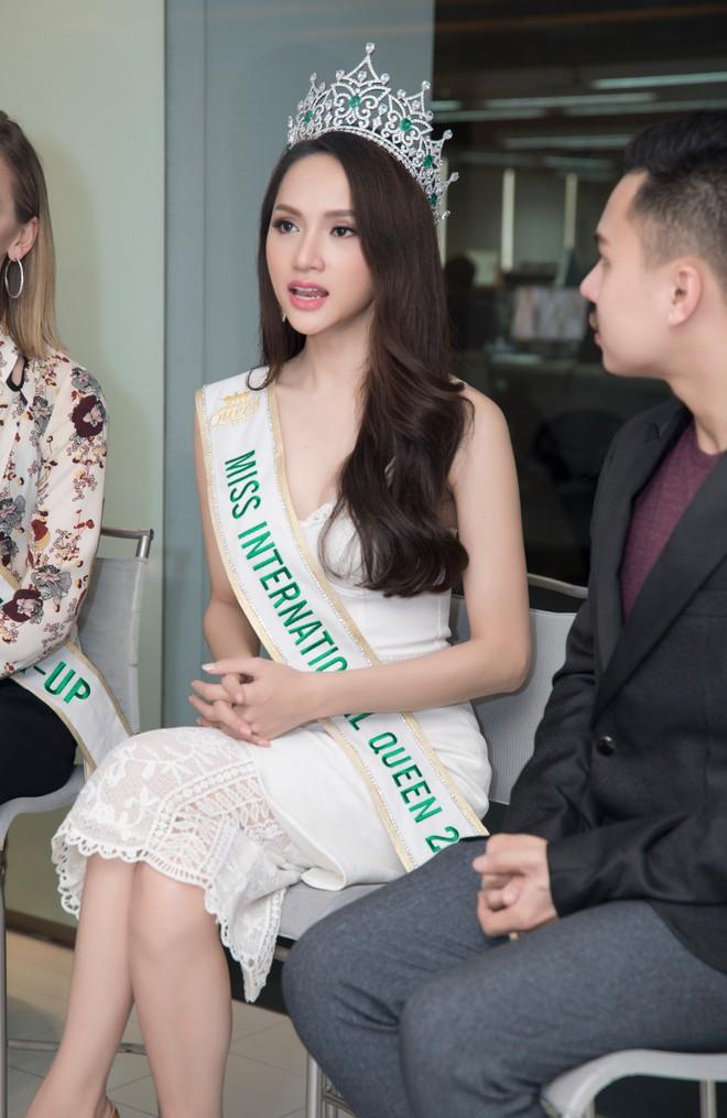 Hương Giang đanh thép đáp trả câu: Người chuyển giới đẹp mức nào cũng không phải là con gái - Ảnh 2.