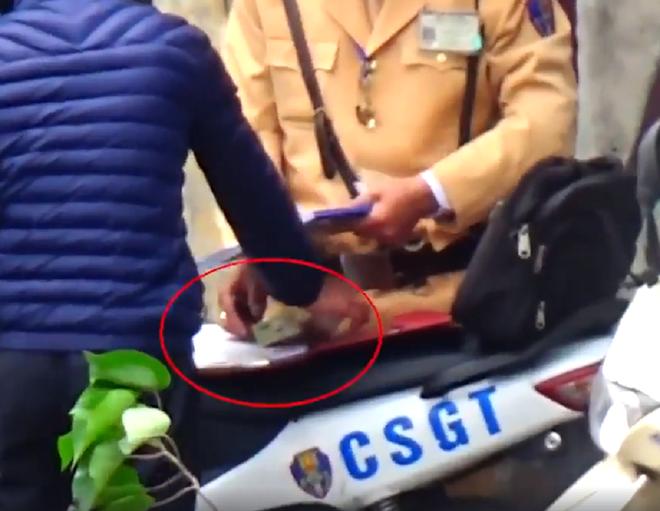Nhiều CSGT Hà Nội bị tạm đình chỉ vì nghi mãi lộ - Ảnh 1.