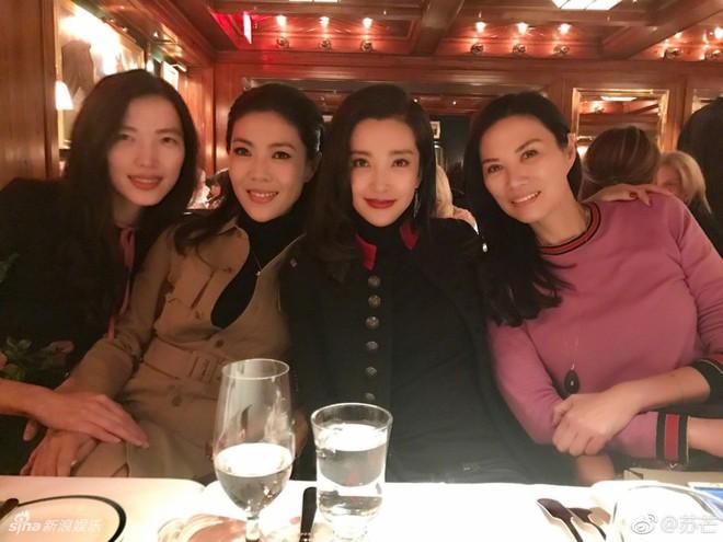 Cbiz choáng vì lá đơn từ chức của người phụ nữ quyền lực khiến Song Joong Ki, Phạm Băng Băng phải kiêng nể - Ảnh 13.