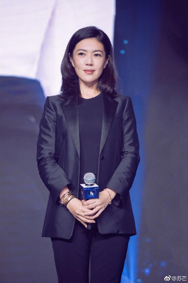 Cbiz choáng vì lá đơn từ chức của người phụ nữ quyền lực khiến Song Joong Ki, Phạm Băng Băng phải kiêng nể - Ảnh 3.