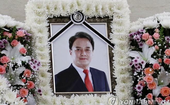 Diễn viên Hàn tự sát vì bê bối tình dục: Cái chết có đủ để rửa sạch tội lỗi?