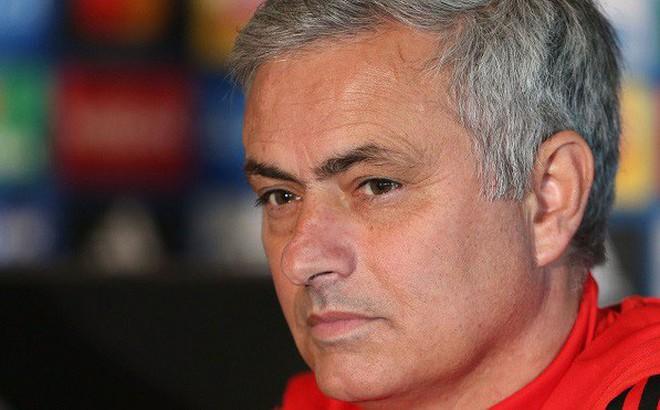Mourinho gọi kẻ chỉ trích mình là 'HLV tệ hại nhất lịch sử Premier League'