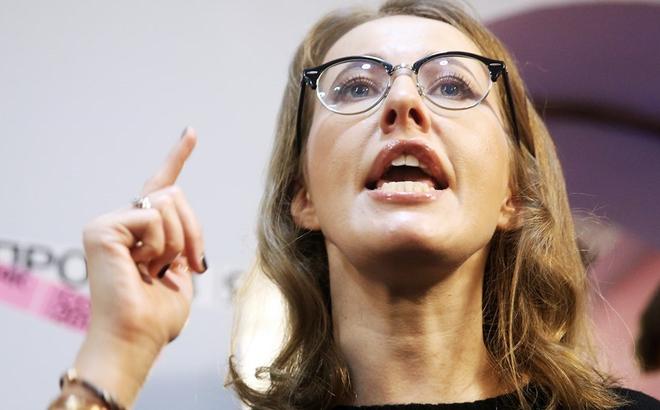 """Bà Sobchak phản pháo Ngoại trưởng Ukraine về Crimea: """"Hãy nghĩ xem ai mới là người điên?"""""""