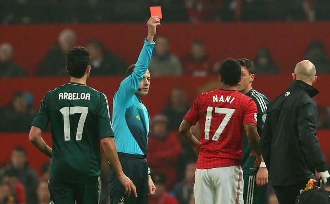 """7 lần Man United đau đớn nhìn Old Trafford bị """"kéo sập"""" tại Champions League"""