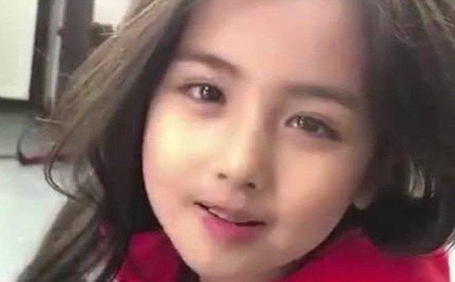 Chỉ với 10 giây, cô nhóc đã khiến cả thế giới phải dụi mắt vì thần thái của mình