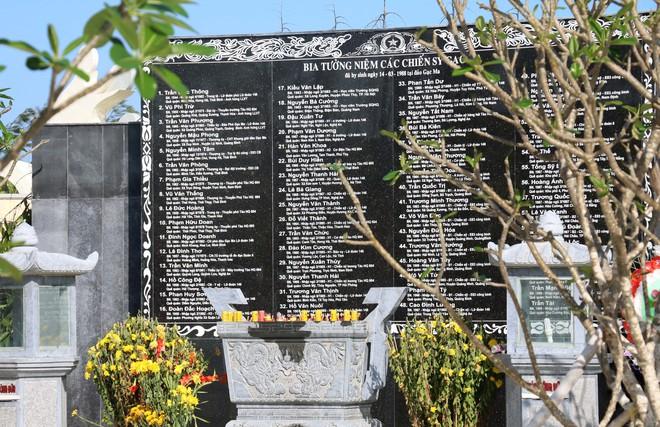 Dâng hương tưởng niệm 64 chiến sĩ anh dũng hy sinh tại Gạc Ma - Ảnh 1.