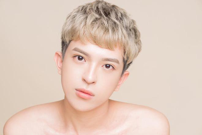 Con trai đồng tính, dung mạo đẹp như sao Hàn của Hoa hậu Thu Hoài - Ảnh 2.