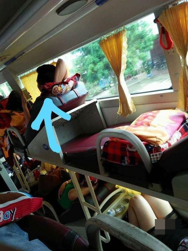 Hớ hênh trên xe khách giường nằm, cô gái khiến bạn đồng hành ngượng ngùng - ảnh 1