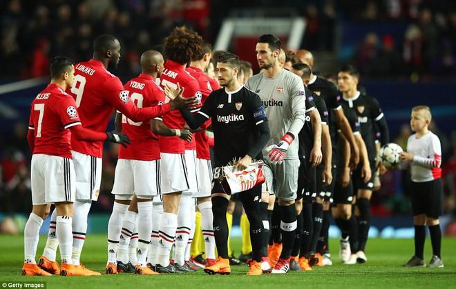 Thua tủi hổ, Man United xứng đáng cúi gằm mặt rời Champions League - Ảnh 6.
