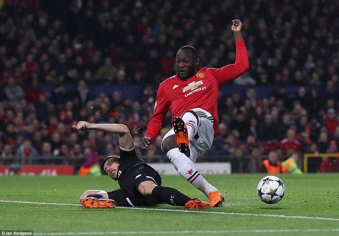 Thua tủi hổ, Man United xứng đáng cúi gằm mặt rời Champions League - Ảnh 8.
