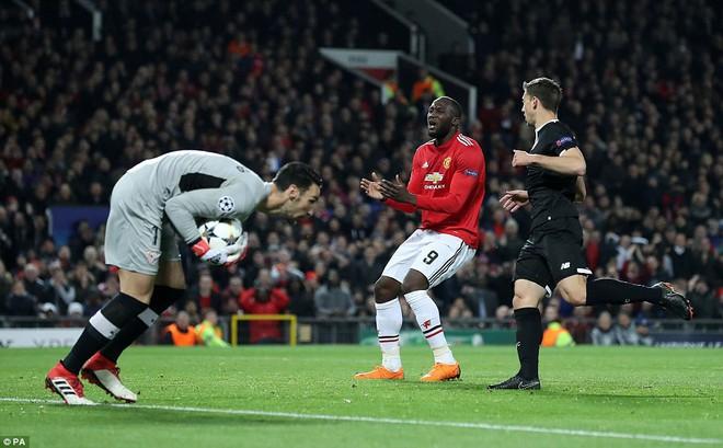 Thua tủi hổ, Man United xứng đáng cúi gằm mặt rời Champions League - Ảnh 9.
