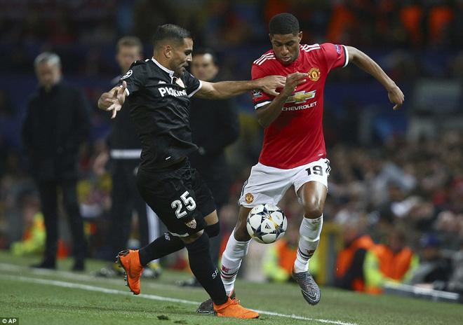 Thua tủi hổ, Man United xứng đáng cúi gằm mặt rời Champions League - Ảnh 13.