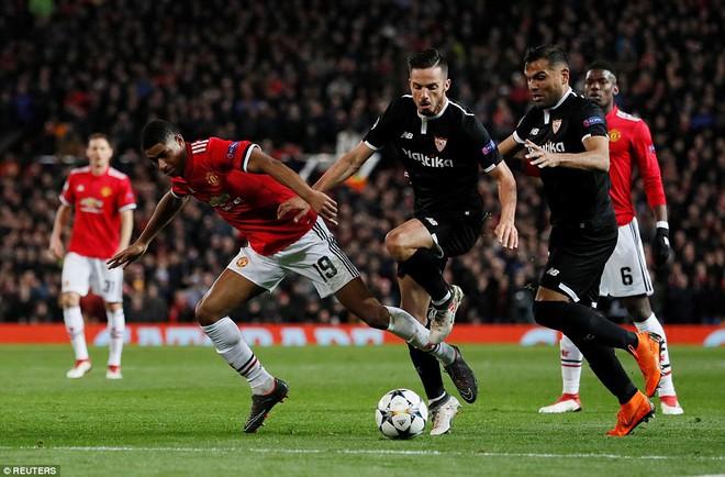 Thua tủi hổ, Man United xứng đáng cúi gằm mặt rời Champions League - Ảnh 17.