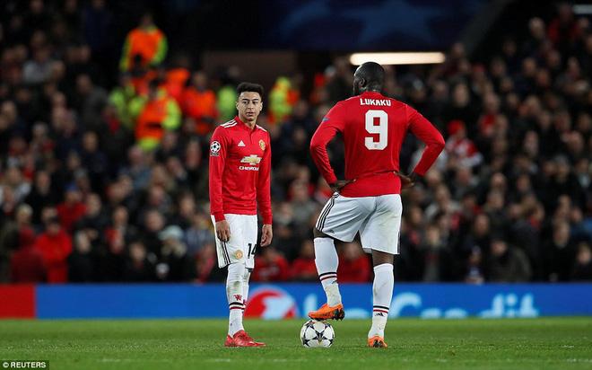 Thua tủi hổ, Man United xứng đáng cúi gằm mặt rời Champions League - Ảnh 19.