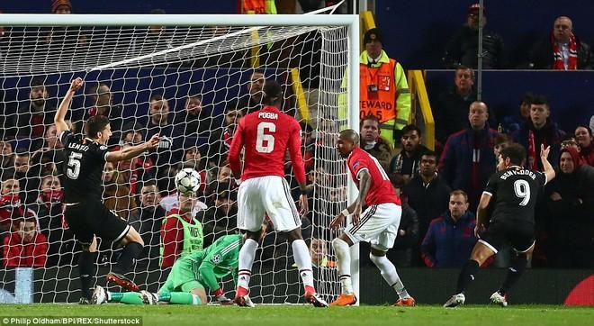 Thua tủi hổ, Man United xứng đáng cúi gằm mặt rời Champions League - Ảnh 3.