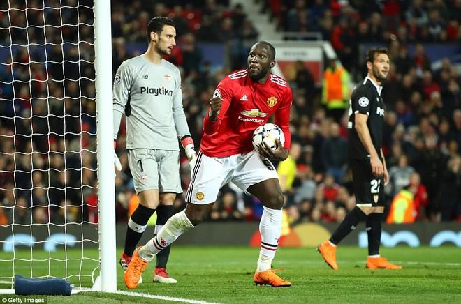 Thua tủi hổ, Man United xứng đáng cúi gằm mặt rời Champions League - Ảnh 24.