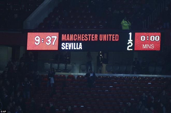 Thua tủi hổ, Man United xứng đáng cúi gằm mặt rời Champions League - Ảnh 27.